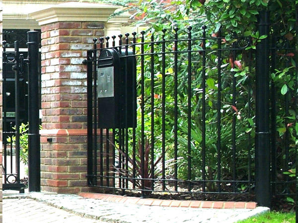 how to build a brick gate post